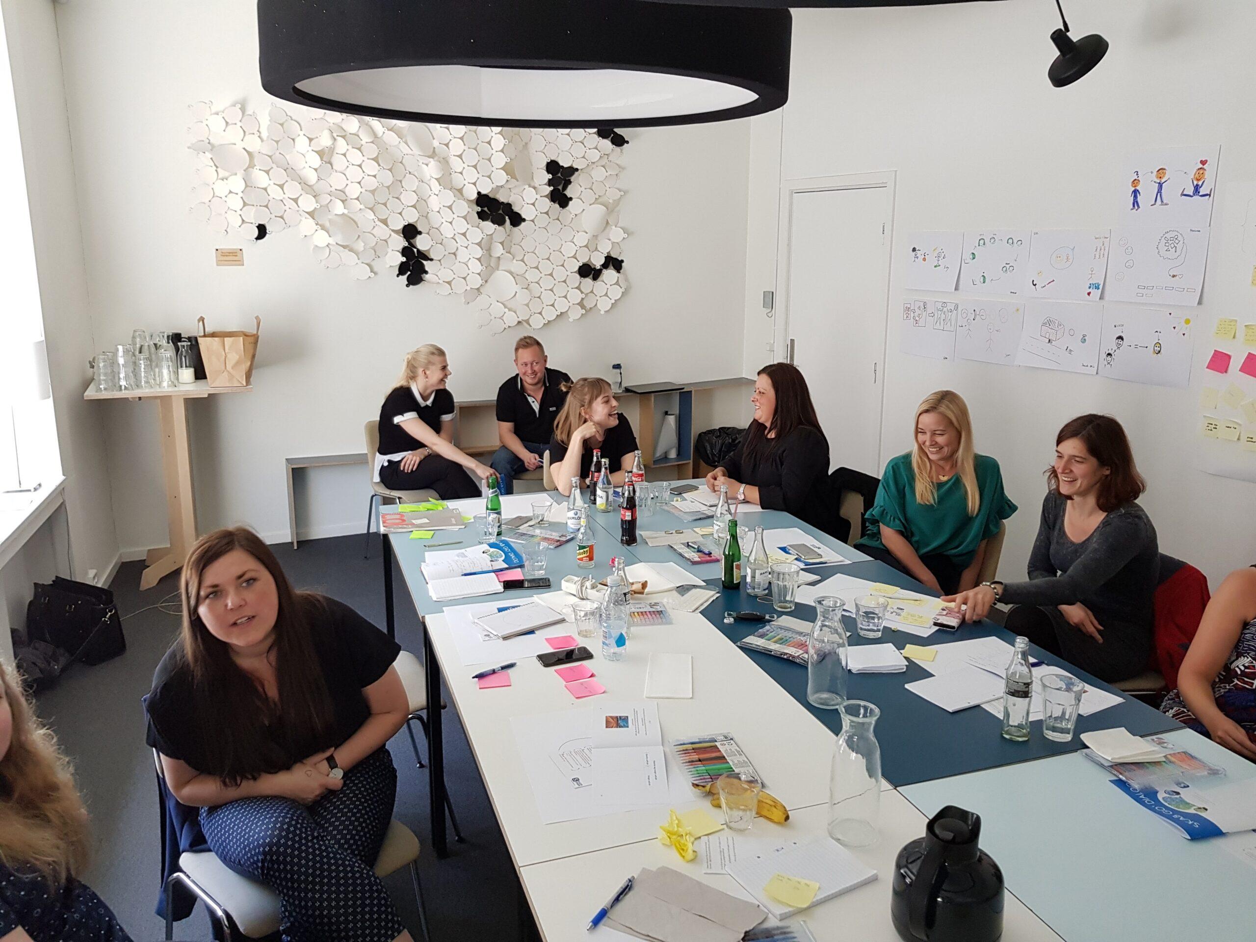 Medarbejdere der deltager i en workshop ved Kjellerup kommunikation